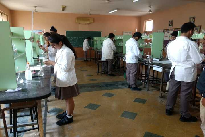 Mayoor School-Chemistry lab