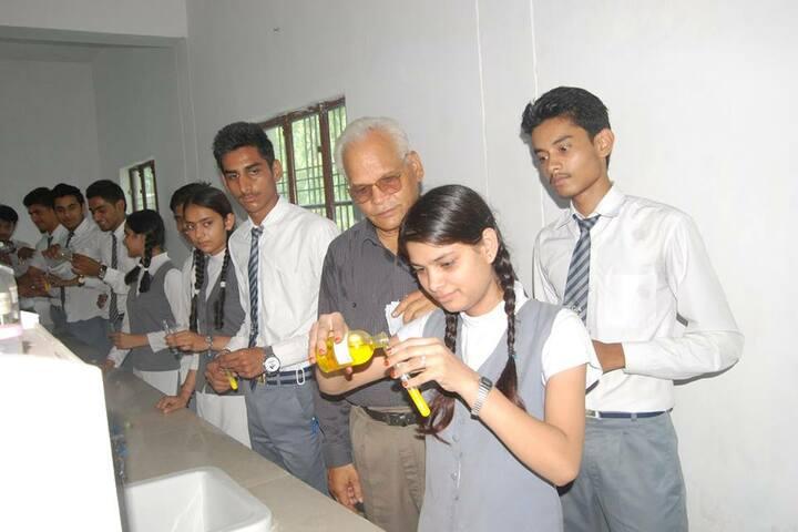 Moolchand Academy-chemistry lab