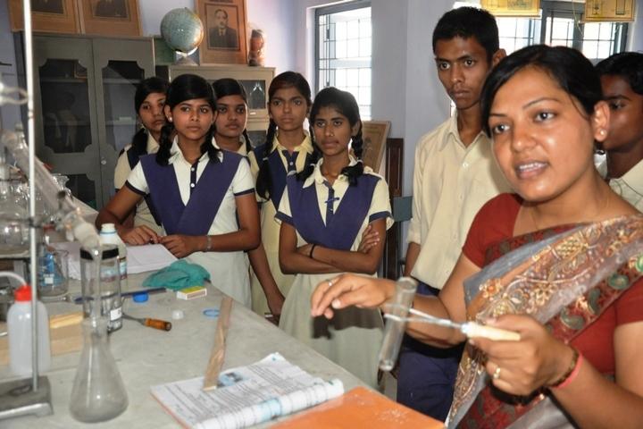 Nav Vani School-Chemistry Lab