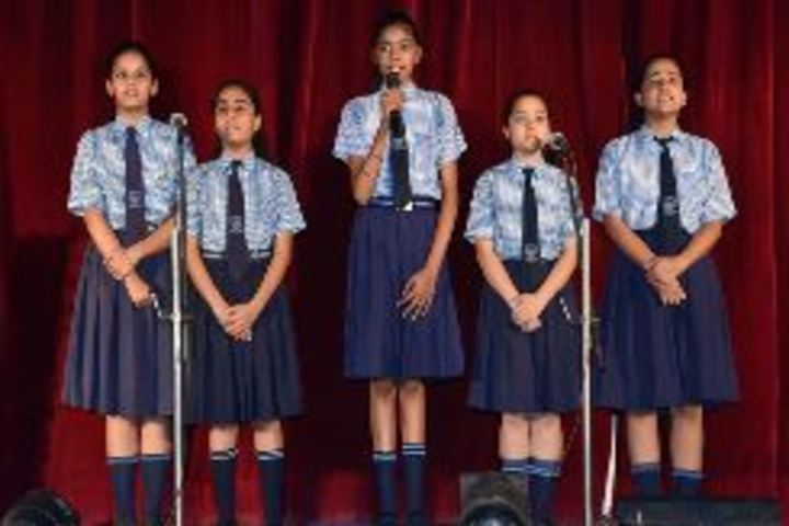 Navayuga Radiance School-Singing