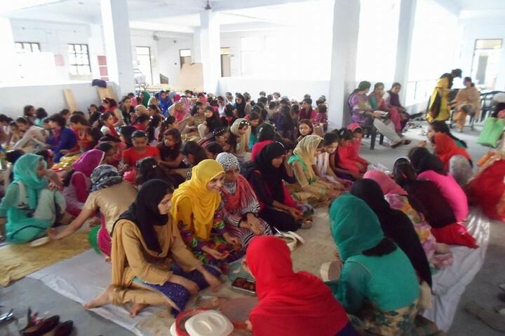 Nawaz Girls Public School - Sharing lunch