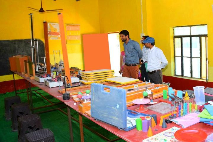 Pradhan Public Senior Secondary School-Chemistry Lab