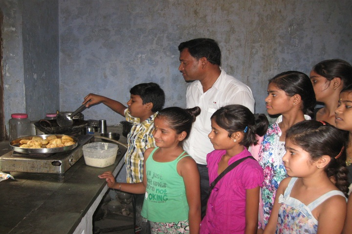 Radha Madhav Public School-Cookery Classes