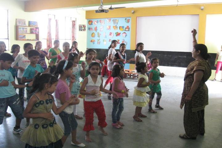 Radha Madhav Public School-Dance Class