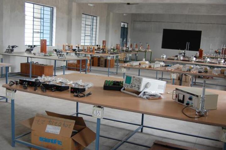 Ramsakhi Ram Niwas Convent School-Chemistry Lab