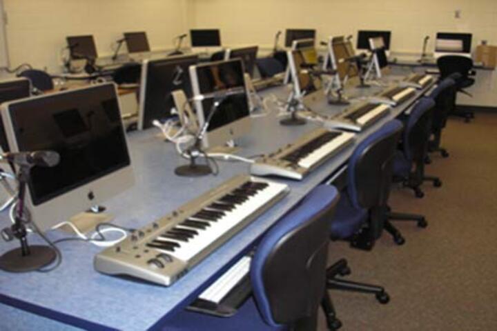 Ramsakhi Ram Niwas Convent School-Music Lab