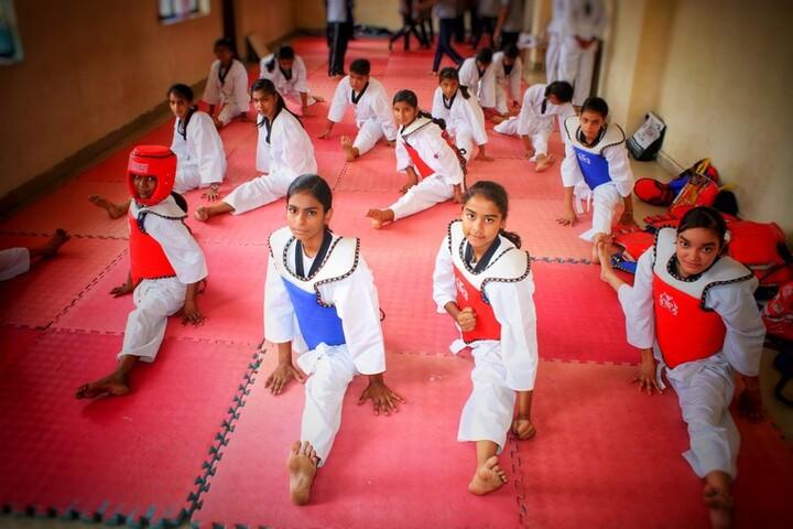 Rattan Lal Phool Katori Devi-Karate