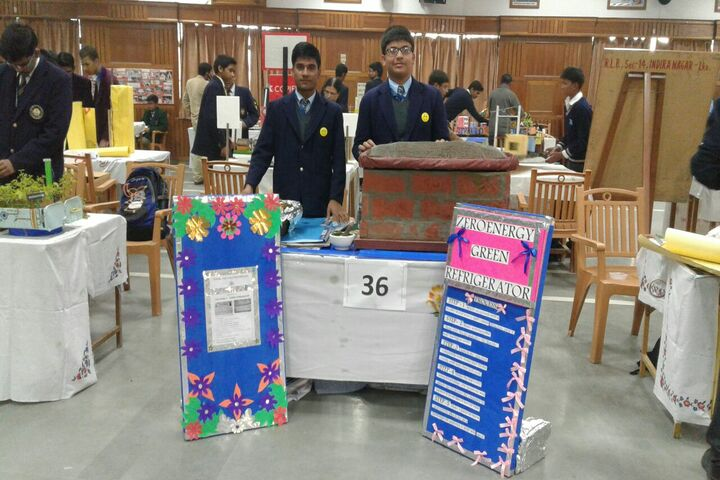 S R International School-Science Fair