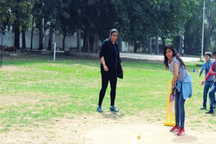 Government Girls Senior Secondary School-Cricket