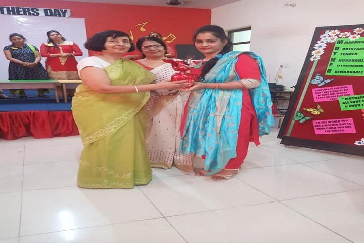 Sarv Sanskriti School-Mothers Day Celebration