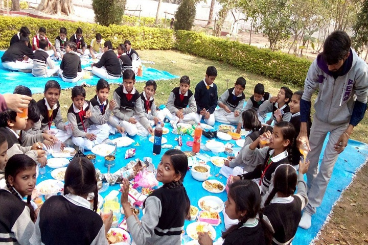 St Columbus International Public School-Picnic