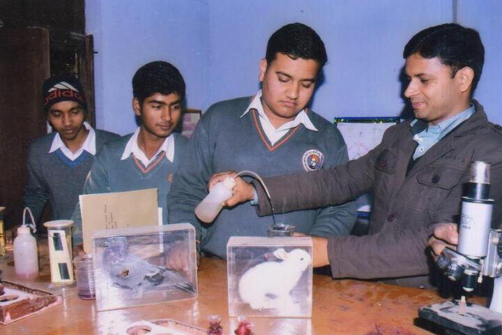 Swami Vivekanand Vidya Ashram-Biology Lab