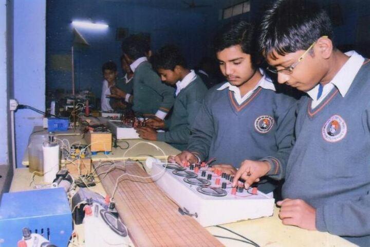 Swami Vivekanand Vidya Ashram-Physics Lab