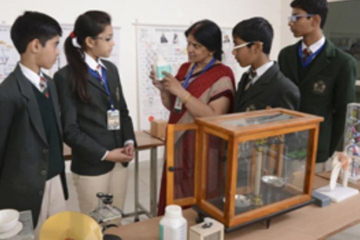 Vijaya International School-Chemistry Lab