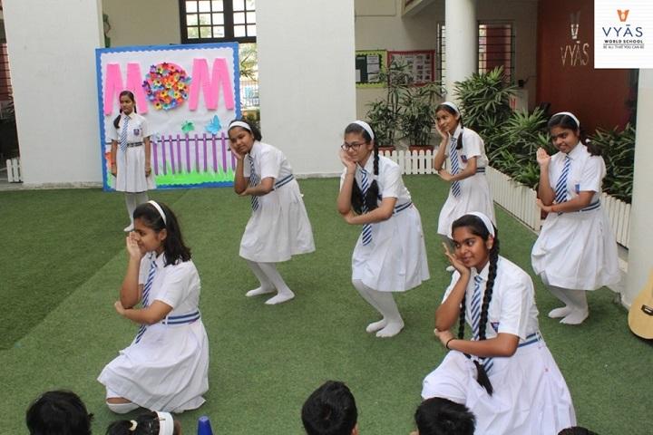 Vyas World School-Mothers day