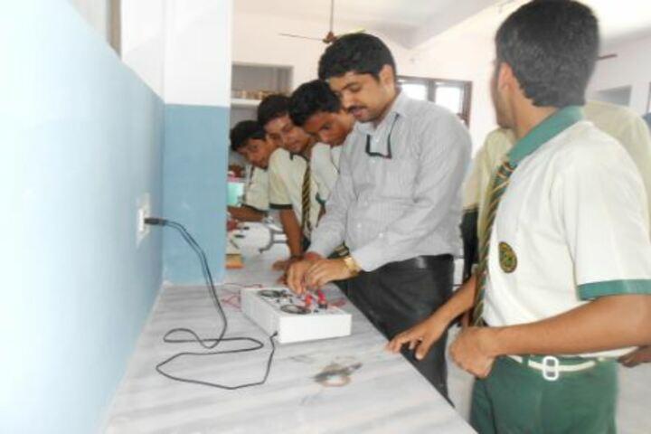 DDM DAV Public School-Physics Lab