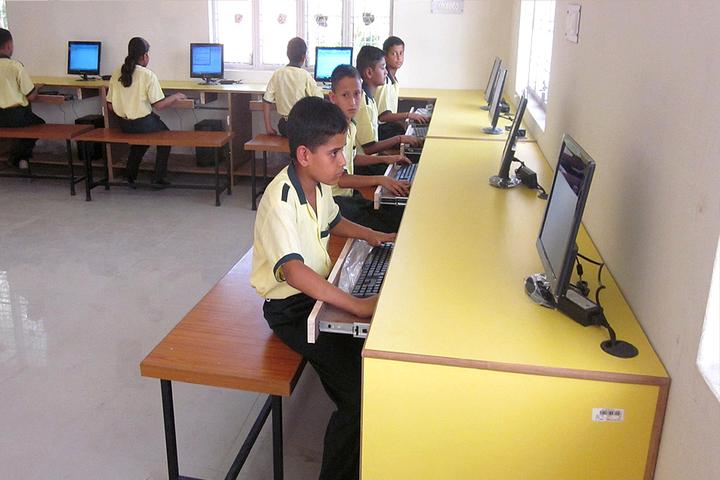 Defence Public School-Computer Labs