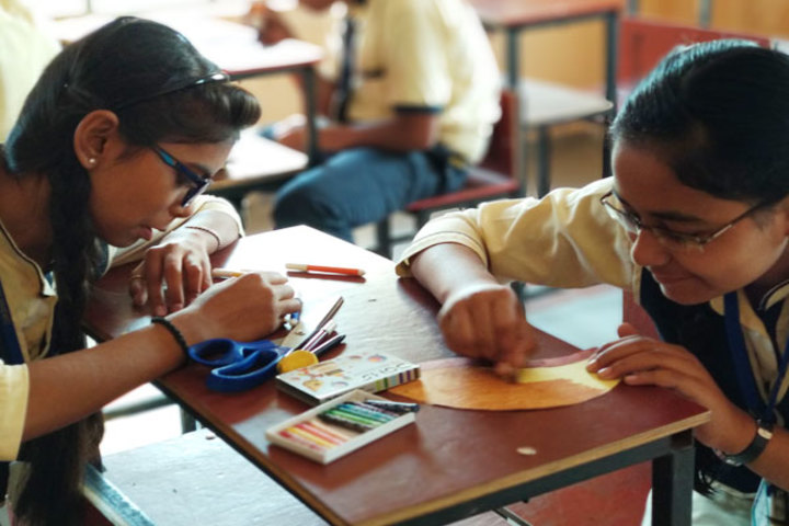 Diksha Rising Stars Public School-Art and Craft Class