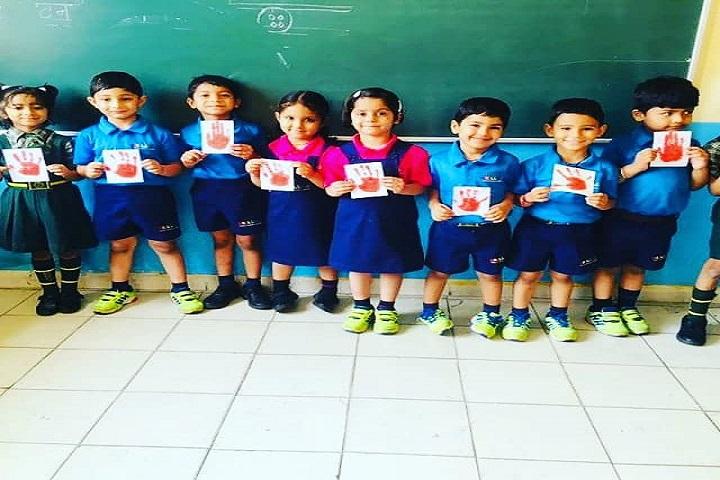 Doon Globel School-Handprints