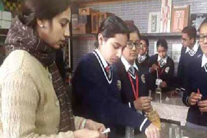 Maharishi Dayanand Adarsh Vidyalaya-Lab