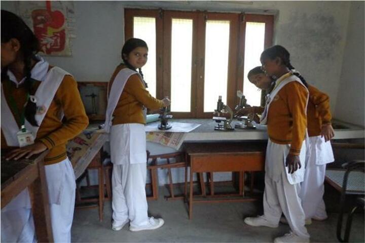 Maharishi Vidya Mandir-Physics Laboratory
