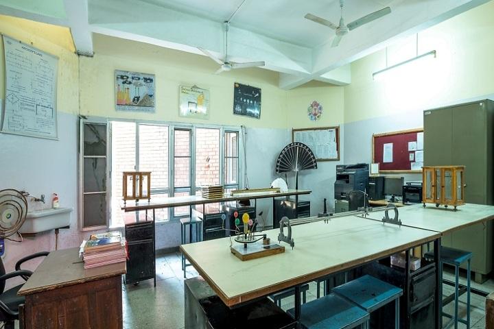Tribune Model School-Physics Lab