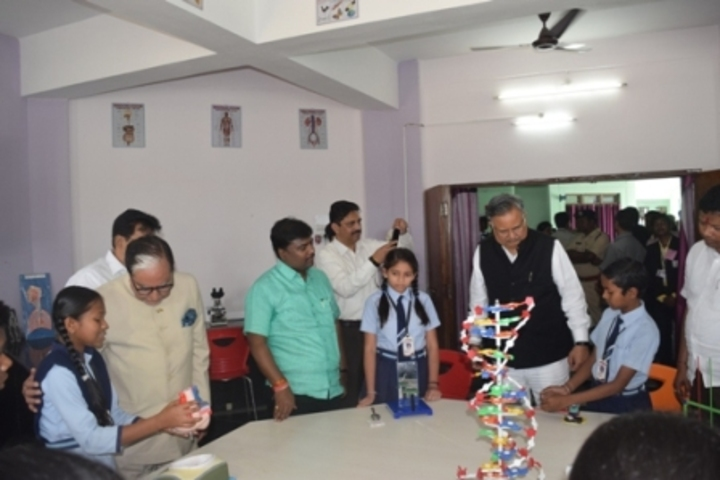 Aastha Vidya Mandir English Medium School- Science Lab