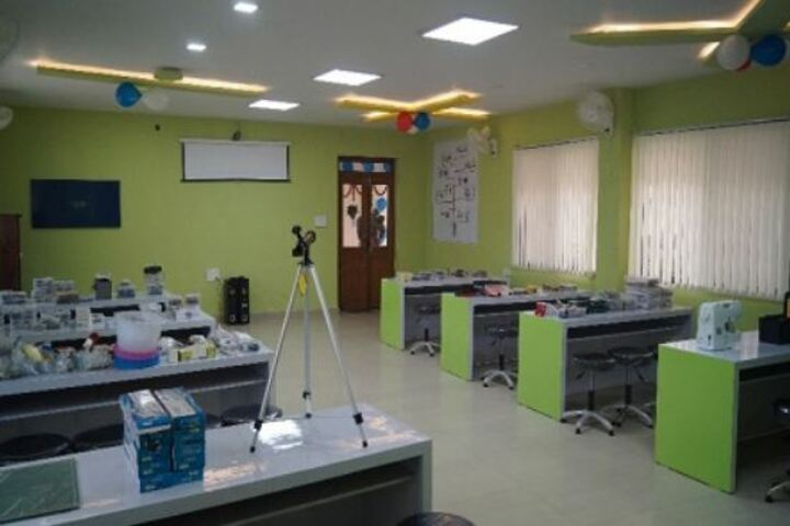 Academic World School-Lab