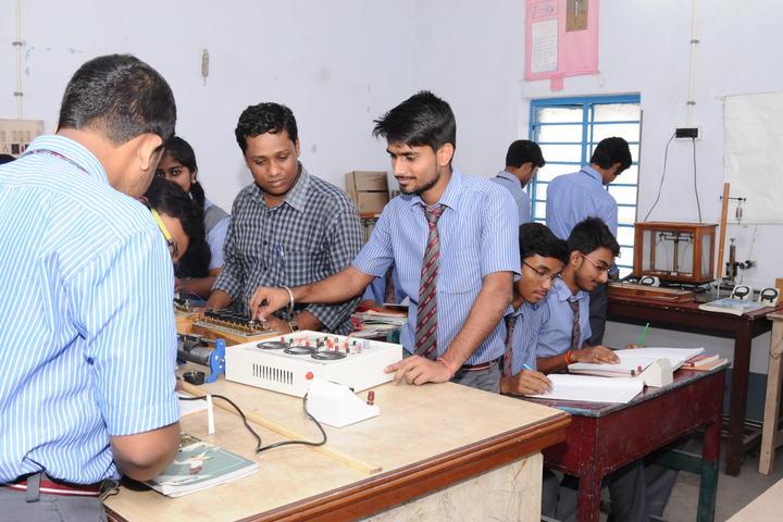 Guru Nanak Public School-Physics Lab
