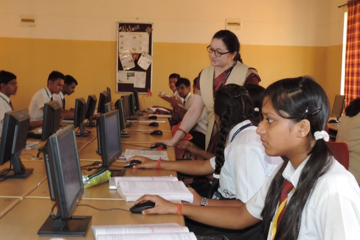 Brilliant Public School-Computer Lab