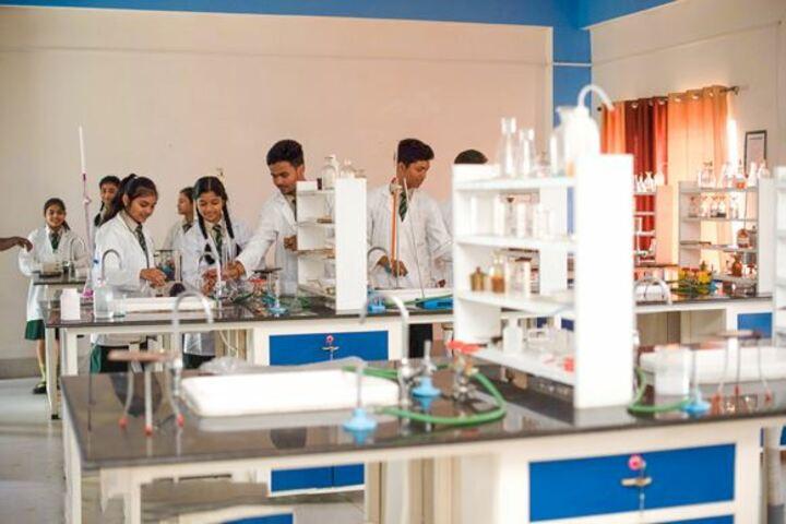 Olivia Enlightened English School-Laboratory