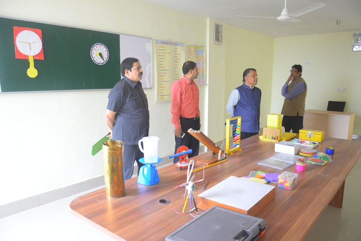 Saraswati Devi International School-Maths Lab