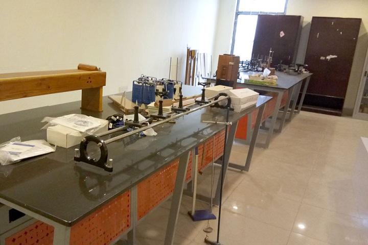 Saraswati Devi International School-Physics Lab