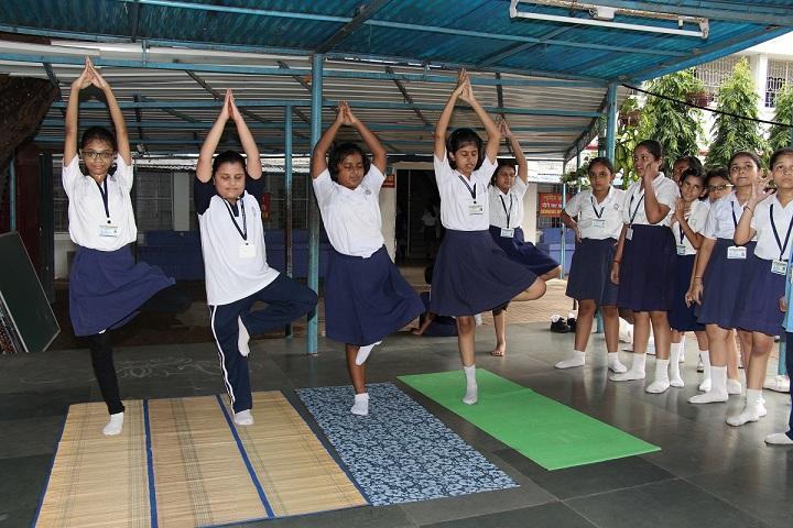 Shri Shikshayatan School-Yoga