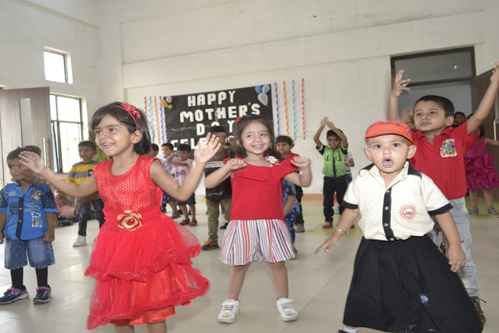 Srihari Global School-Dance