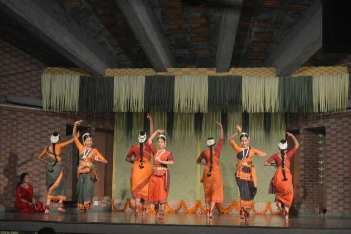 Pallikoodam-Dancing Activity