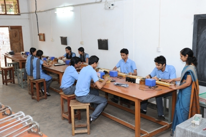 Sreepuram English Medium High School And Junior College-Physics Lab