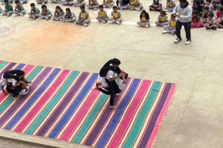 Rashtreeya Vidyalaya Public School-Yoga