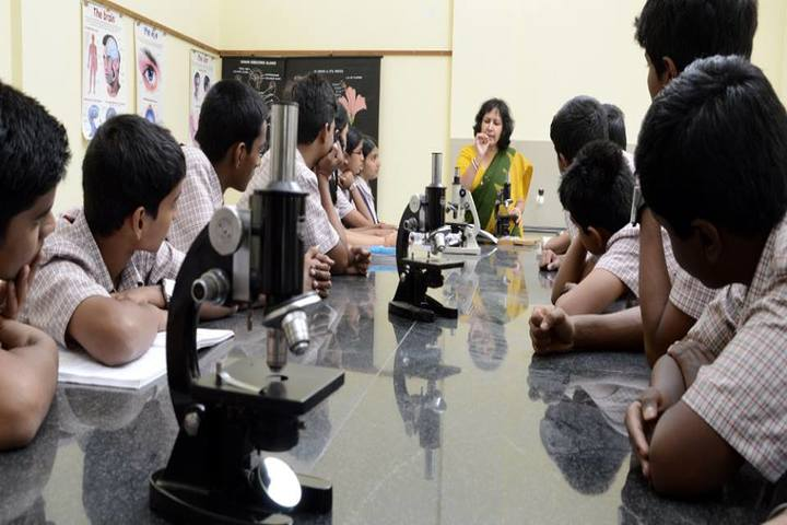 Rashtreeya Vidyalaya Public School-Biology Lab
