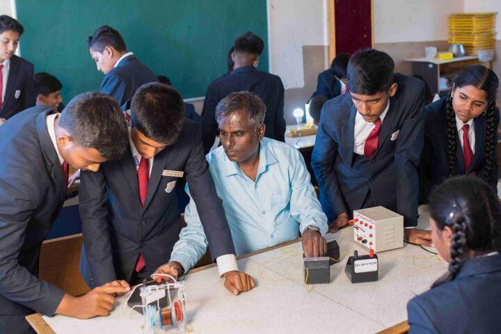 Anantha Vidyaniketana-Physics Lab