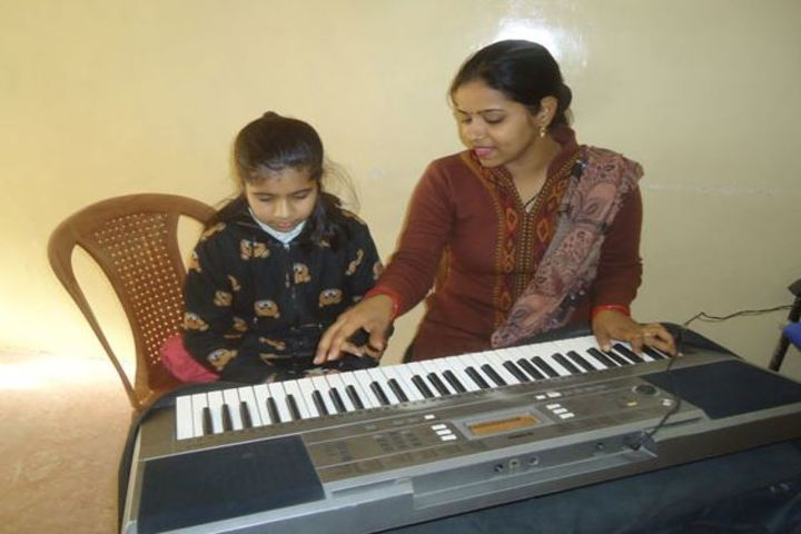 Rani Laxmibai Public School-Music Classes