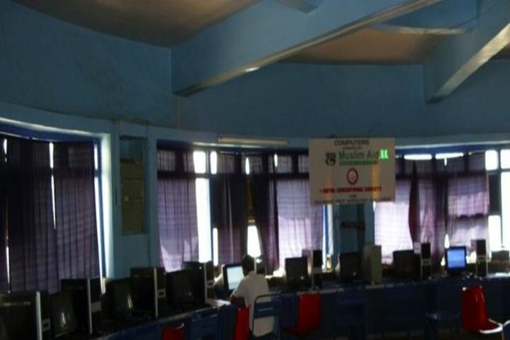 Dr A R Undre English High School-Computer Lab