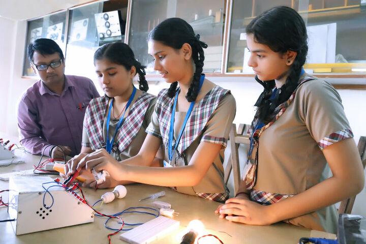Goregaon Education Societys English Medium School-Physics Lab