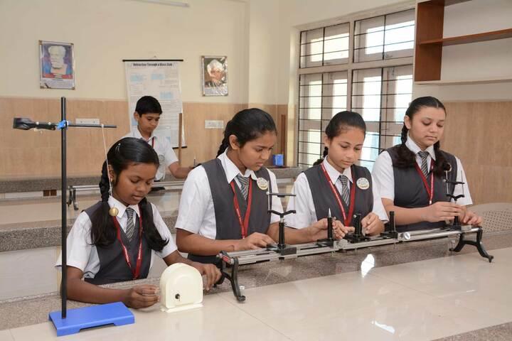 Sharada Gyan Peeth International School-Physics Lab