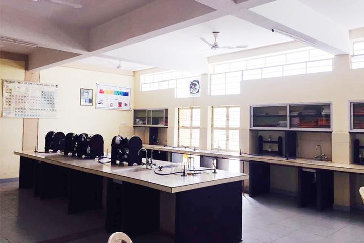 Tomoae Primary English Medium School-Lab