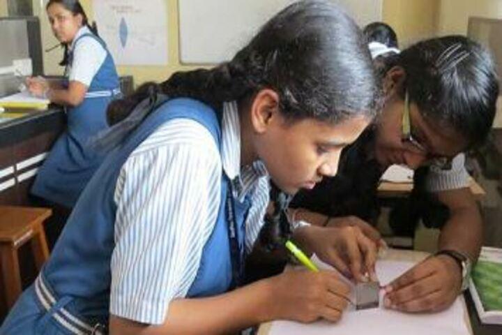 Sadhu Vaswani International School-Physics Lab