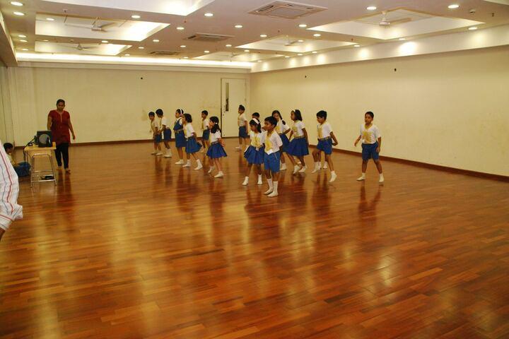 Goldcrest High-Dance room