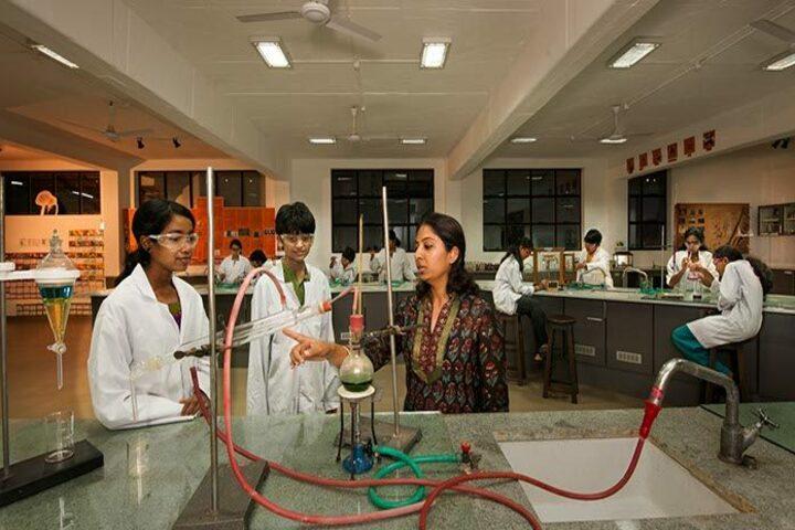 Isha Home School-Chemistry Lab