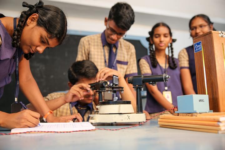 Shiksha Greenwoods School-Physics Lab