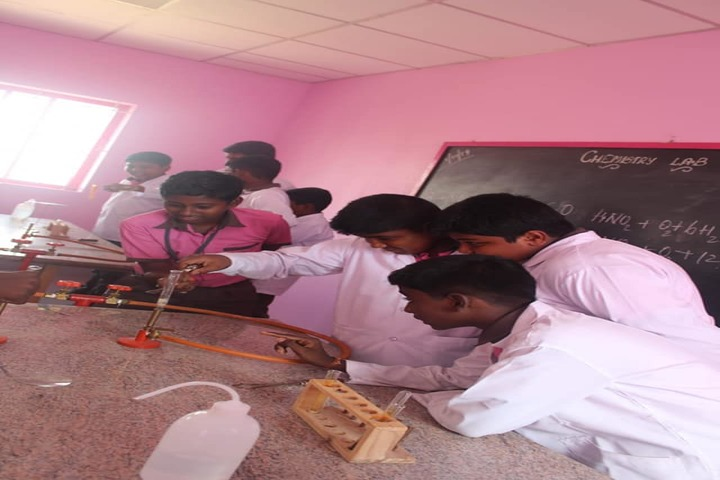 Shri Vijayalakshmi Vidhyalayaa International School-Chemistry Lab